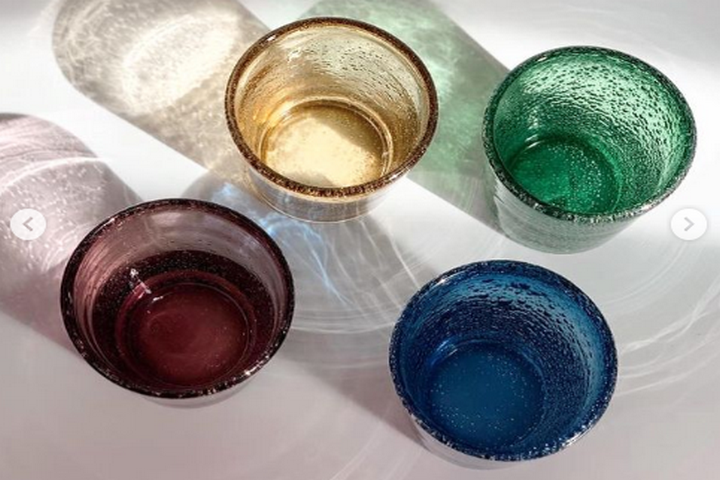Прозрачные стаканы с пузырьками