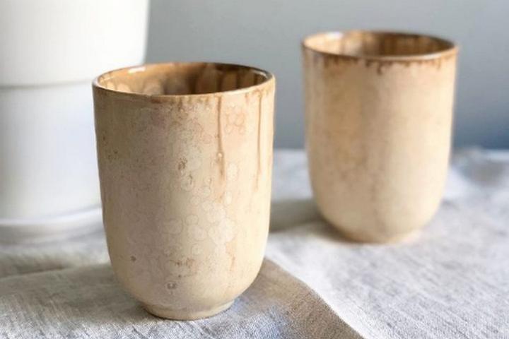 Глиняные стаканы под кофе