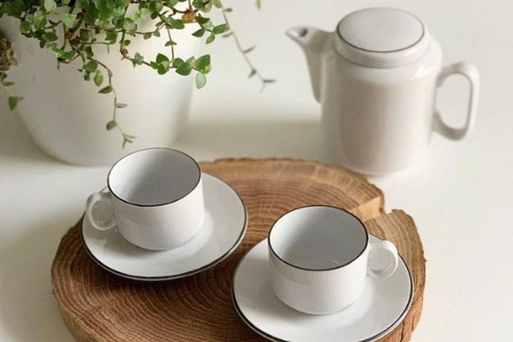 Кофейная пара с чайником в стиле неоклассика