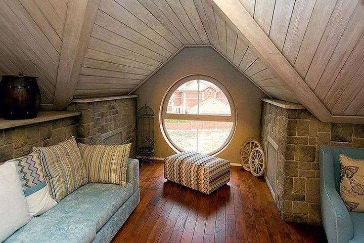Круглое окно в мансарде