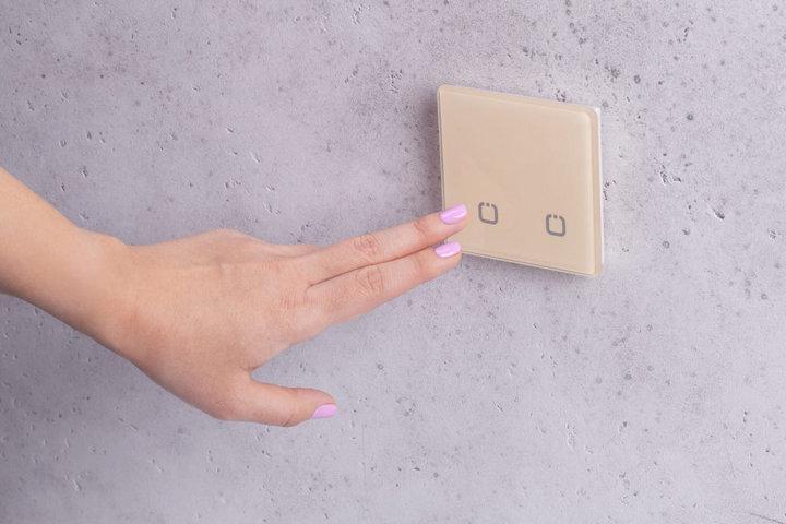 Сенсорный выключатель с беспроводным подключением