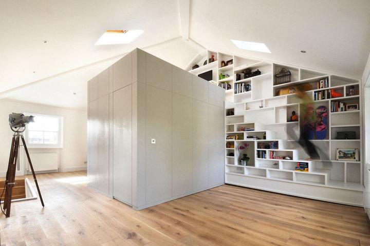 Куб с отдельной комнатой