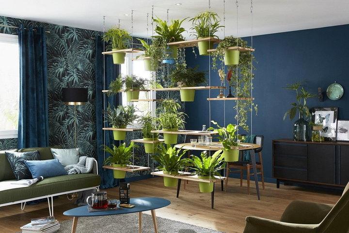 Подвесной стеллаж с растениями