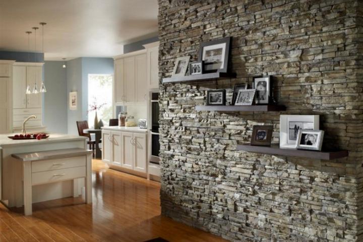 Декоративная стена из гипсовой плитки