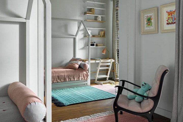 Интерьер детской спальни с розовыми и бирюзовыми тонами