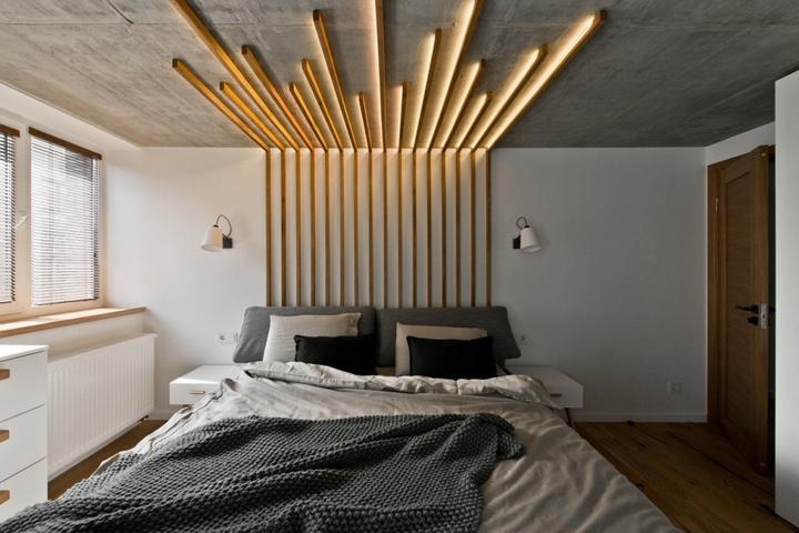 Реечный декор с переходом от стены на потолок