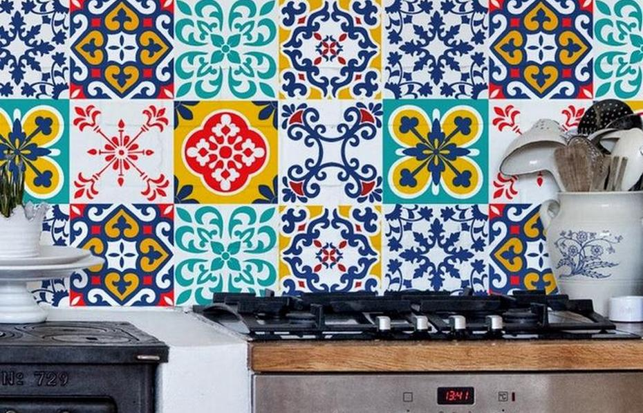 Самоклейка на кухонном фартуке