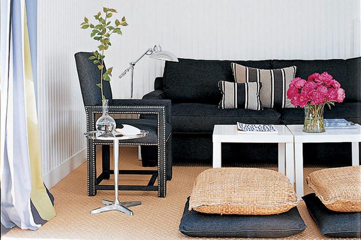 Гостиная с диванной группой черного цвета