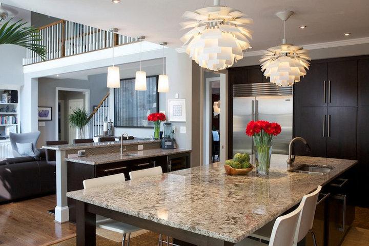 Подвесные светильники на кухне и в столовой