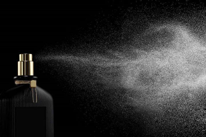 Распыление парфюма