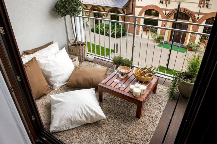 Зона отдыха на балконе