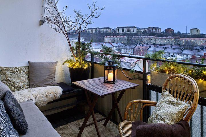 Открытый балкон с видом на город