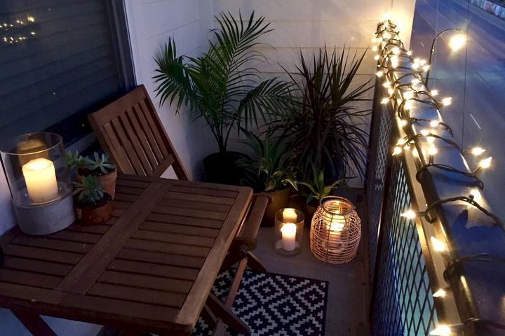 Балкон с уютным освещением