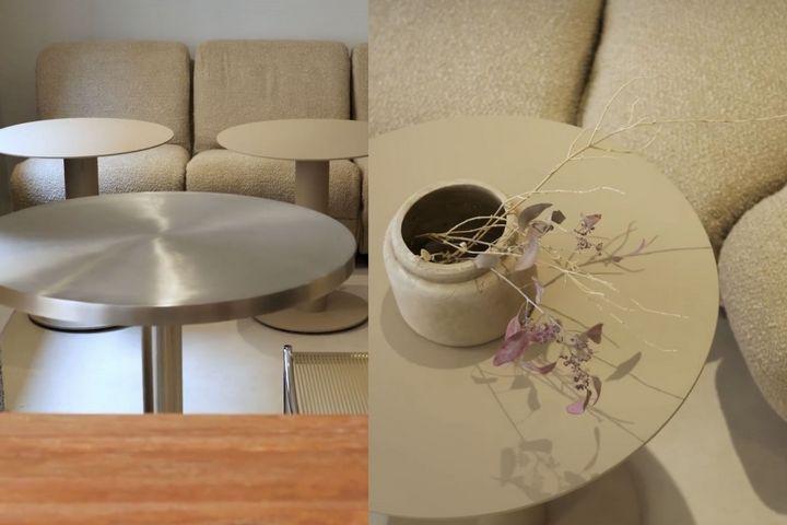 Мягкая зона с диваном и круглыми столиками