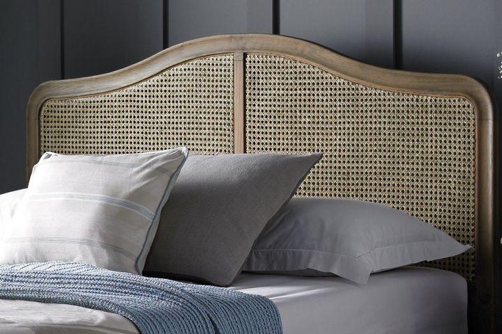 Изголовье кровати из ротанга