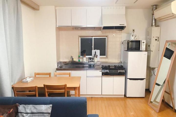 Кухня с минимальным количеством мебели