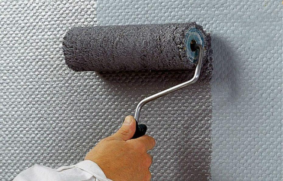 Окрашивание стены краской