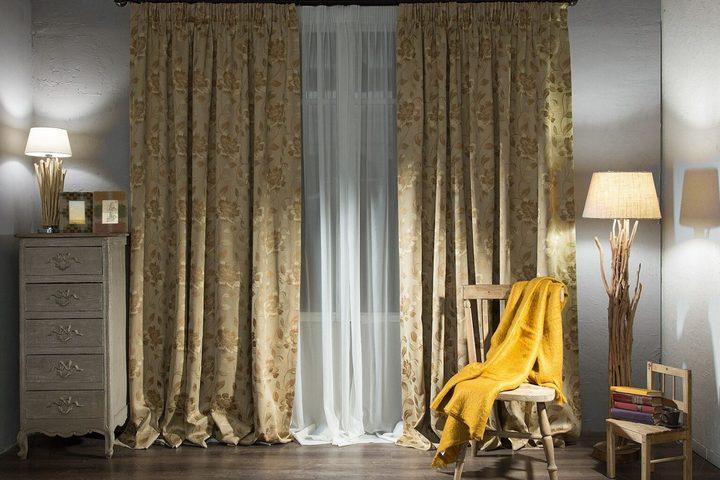 Длинные шторы со складками на полу