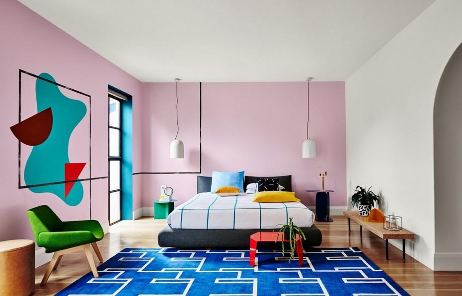 Интерьер спальни в стиле Мемфис