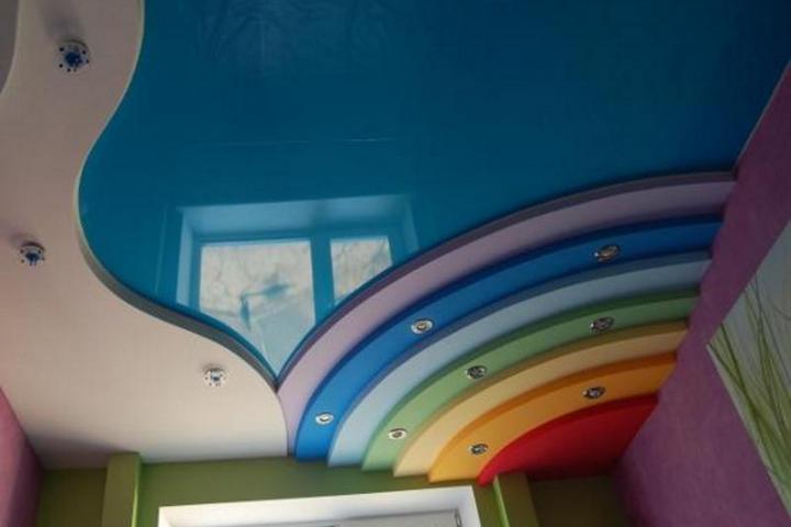 Неправильный цвет и фактура потолка