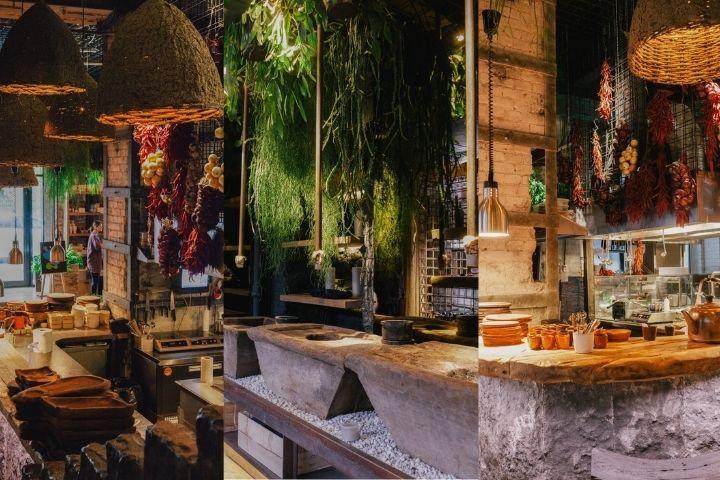 Плетеные крупные светильники и подсветка в залах