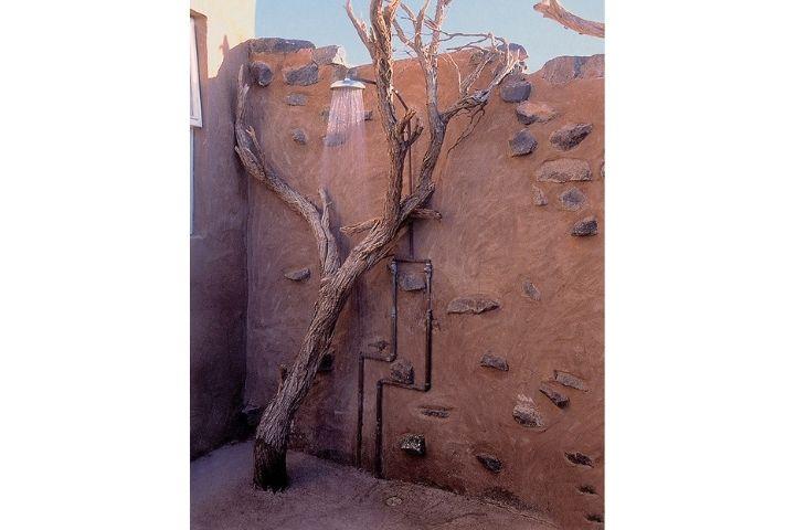 Душ посреди пустыни в Намибии