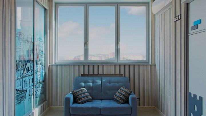 3-хстворчатые окна в комнате