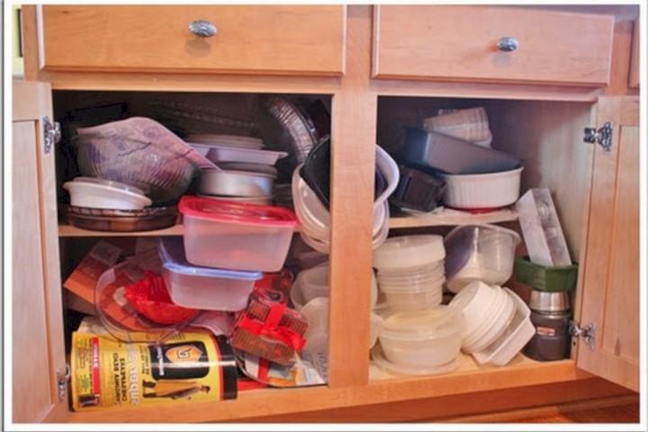 Склад контейнеров в шкафу