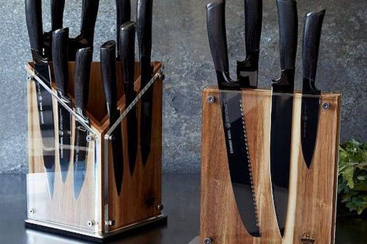 Несколько наборов ножей