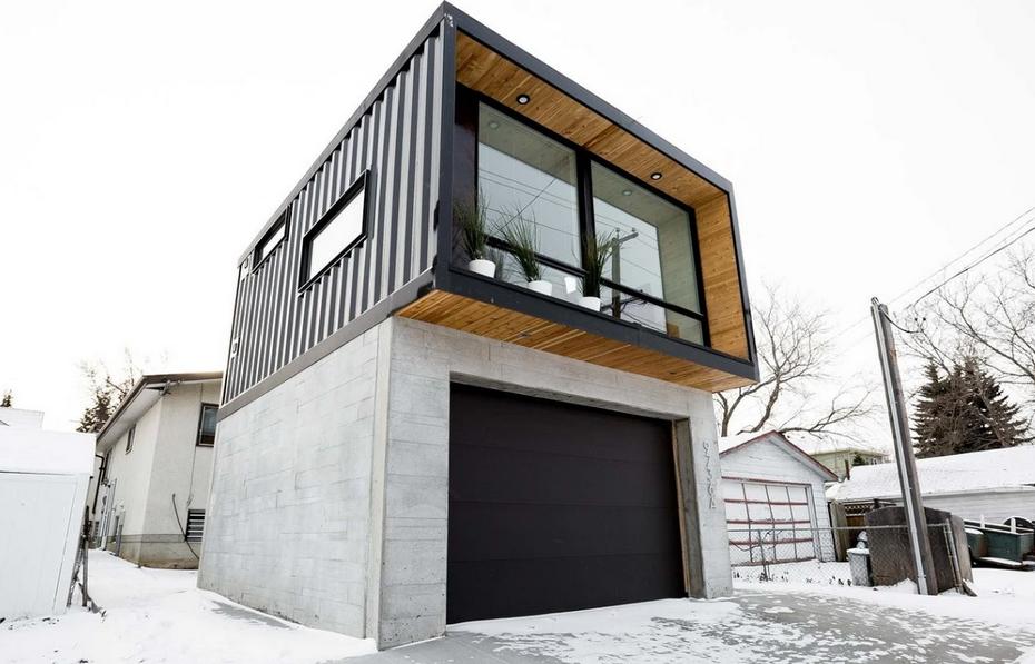 Дом с контейнером и гаражом снизу