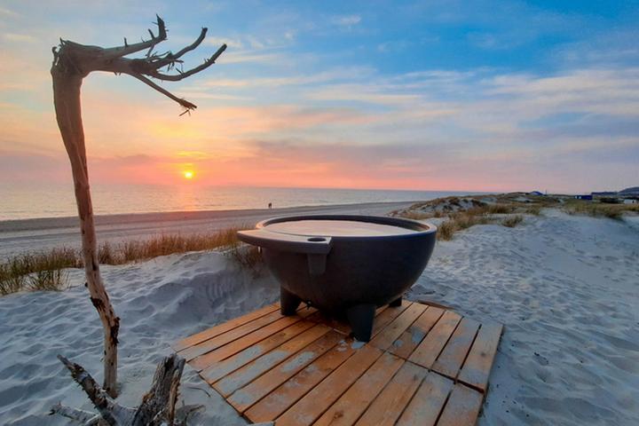 Дровяная купель с видом на Балтийское море