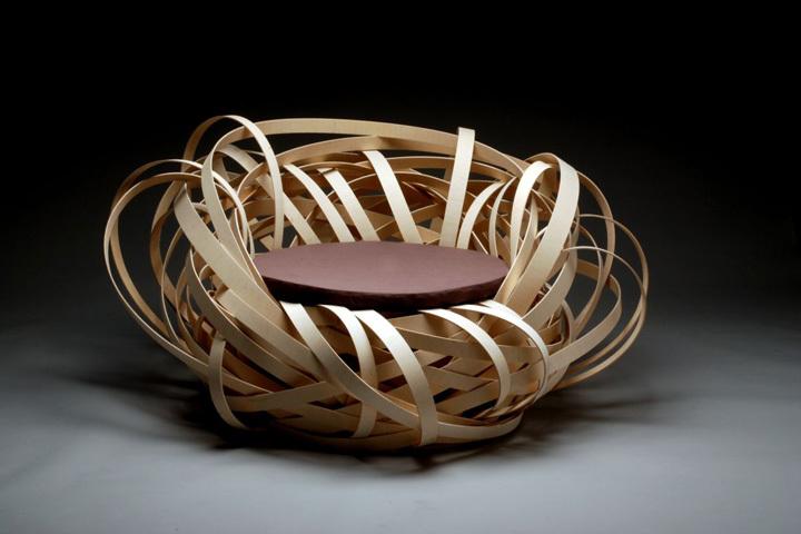 Кресло из деревянных ламелей