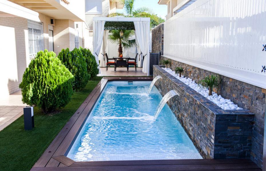 Композитный бассейн на заднем дворе