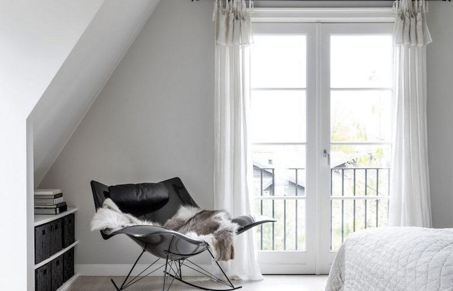 Белые стены и минимум декора в датской квартире