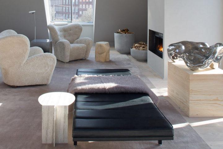 Интерьер с мебелью в современной квартире