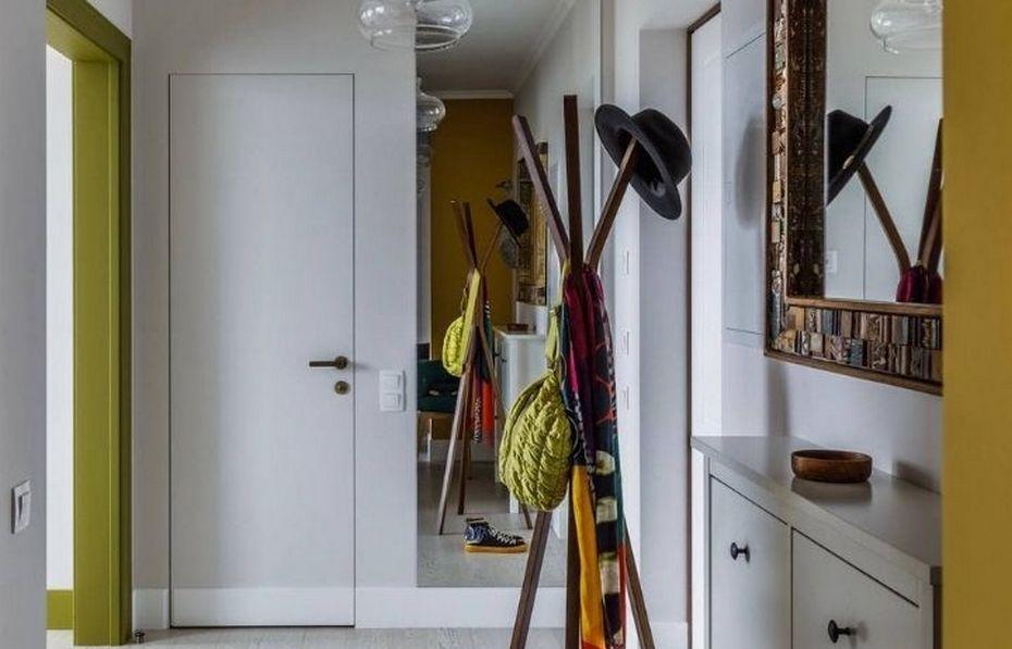 Яркие наличники в белой квартире