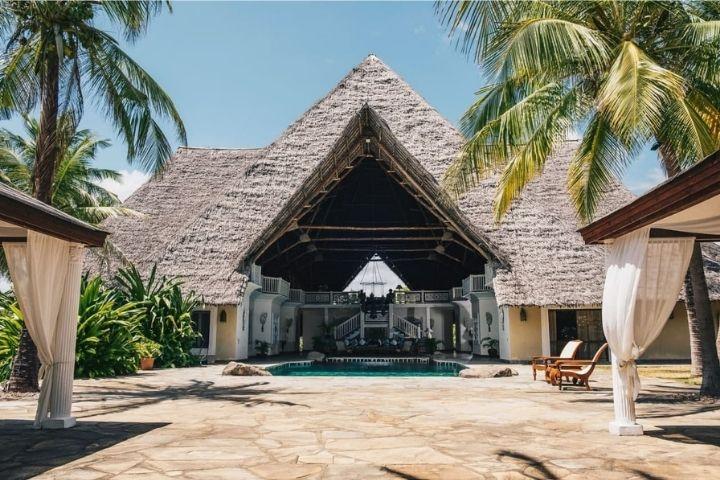 Фасад дома Наоми в Конго