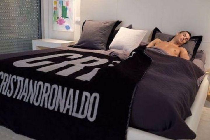 Текстиль с именем футболиста
