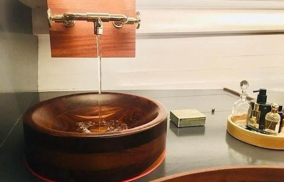 Деревянная раковина в лаконичной форме