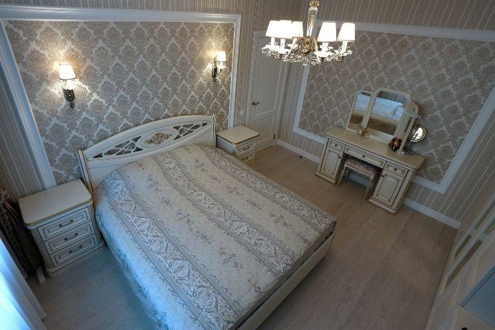 Декоративные панно из других обоев в спальне