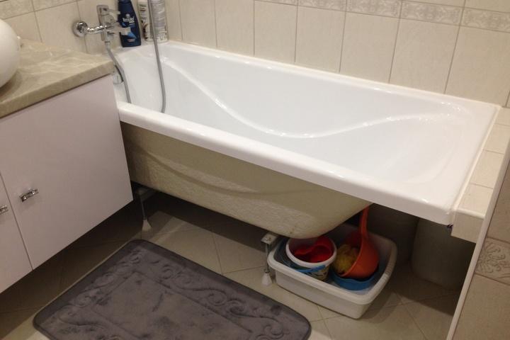 Открытое пространство под ванной