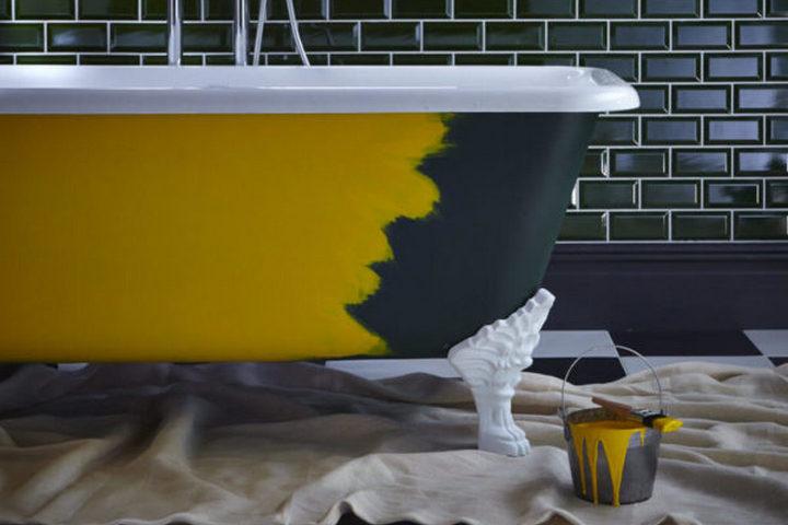 Внешняя часть ванны в желтом цвете с ножкой под старину