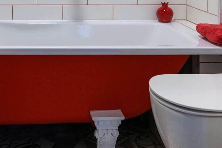 Контрастное окрашивание внешней части ванны